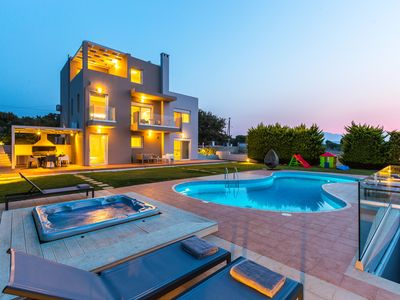 Photo for Villa Kosta Mare, 50m2 pool, heated jacuzzi, walking distance to shops!