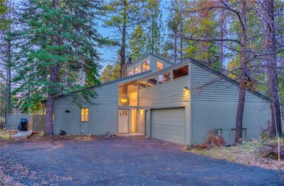 Sunriver-Vacation-Rental---Pine-Cone-9---Exterior-Front-2