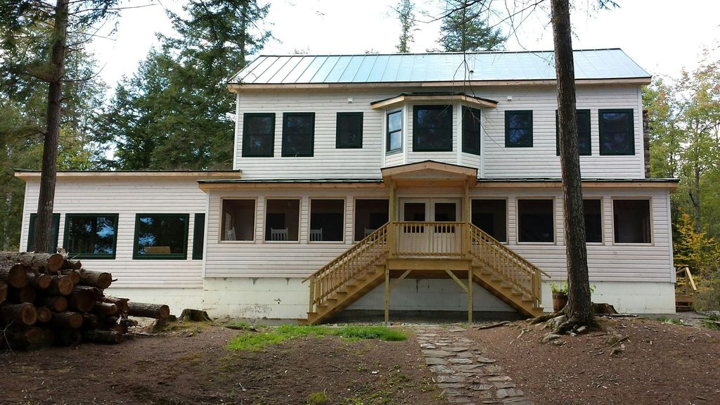 A classic lakefront vacation in maine homeaway for Cabin rentals in maine with hot tub
