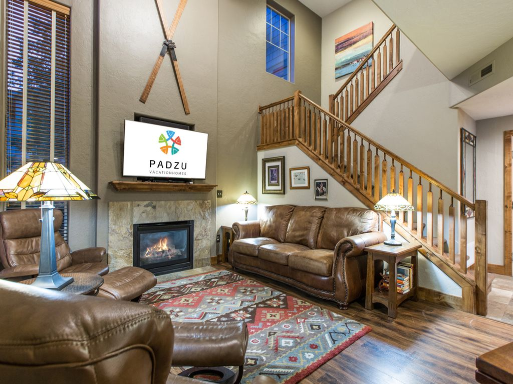 This wonderful 3 bedroom 2 5 bathroom townhouse in fox point at red stone village has views of olympic park