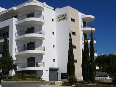 Photo for Stunning 2nd floor apartment in Olhos de Agua with fabulous sea views