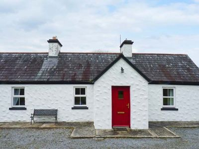 Photo for BANADA COTTAGE, pet friendly in Tobercurry, County Sligo, Ref 912669
