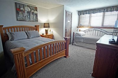 Master Bedroom with Queen bed and a Twin too