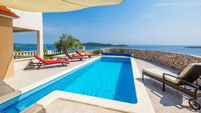 Photo for Beautiful villa with private pool near Trogir