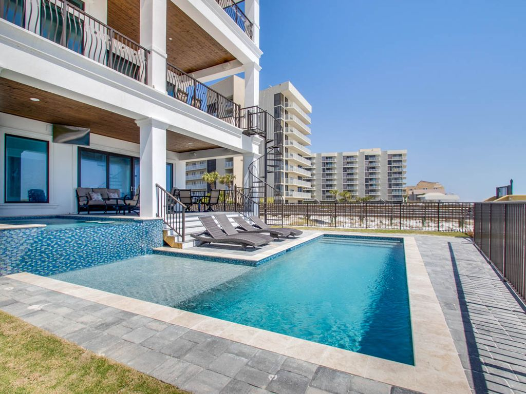 Gulf Front! Pool! Hot Tub! Game Room! 7 King Suites!, Miramar Beach ...