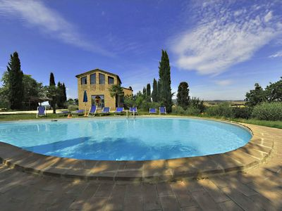 Photo for Beautiful apartment with pool, WIFI, pets allowed, panoramic view and parking, close to Montalcino