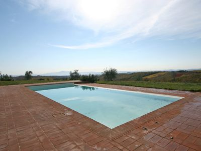 Photo for Lovely apartment for 2 guests with pool, TV, panoramic view and parking, close to Siena
