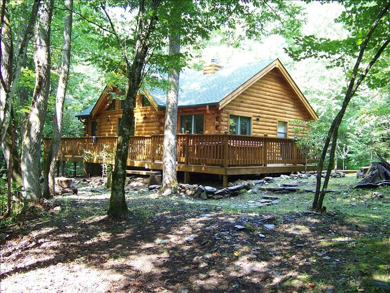 Creek front mountain cabin with jacuzzi andrews smoky for Smoky mountain nc cabin rentals