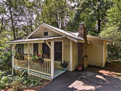 Photo for NEW-Saluda Cottage w/ Deck - 5min Walk to Downtown