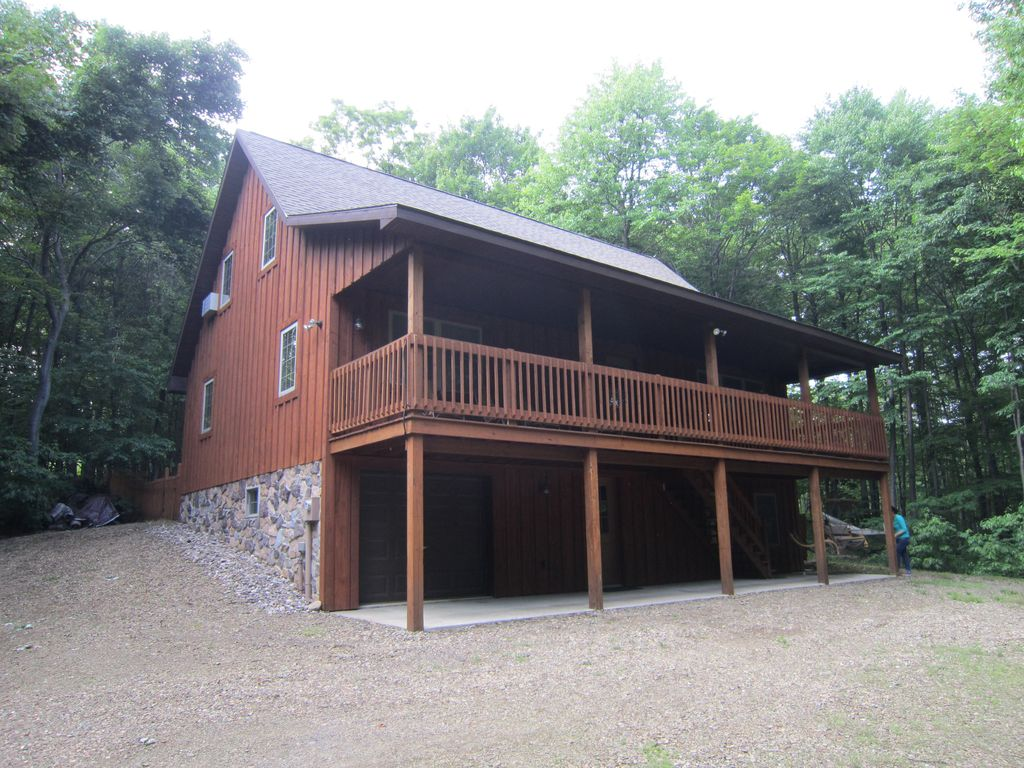Lenga hill lodge at raystown lake pa homeaway huntingdon for Lake cabin rentals pennsylvania