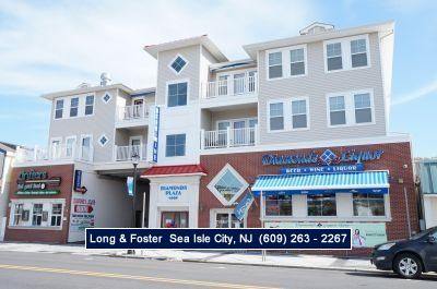 Photo for HEART OF SEA ISLE - SPACIOUS 3 BD/2BA CONDO! Park your car for the week and enjoy!
