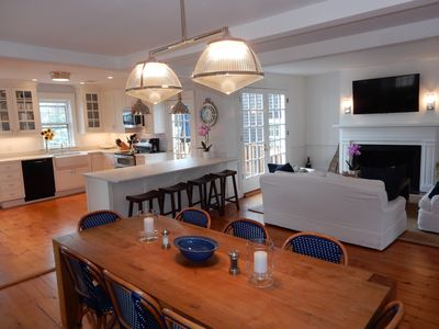 Newly Renovated 6 Bedroom 1830's Antique 1/2 block from Town.