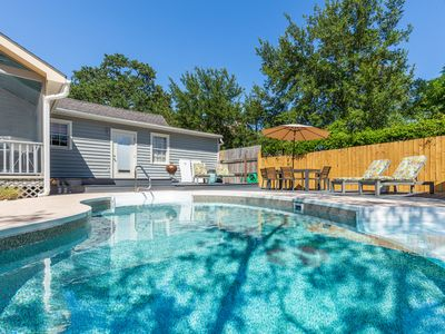 Pet Friendly Cottage with Pool, Fenced Yard, Free Parking