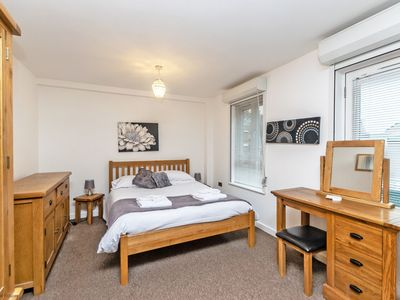 Photo for Bakers Court Deluxe City Centre 3 Bed Apartment - Sleeps 8