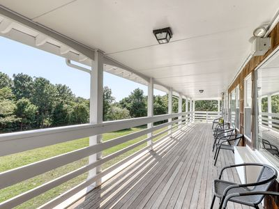 Photo for Romantic seaside getaway w/ shared pool and community tennis courts - dogs OK!
