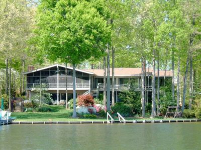 Waterfront and golf retreat in exclusive gated community - sleeps 16-18