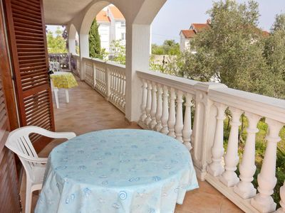 Photo for One bedroom apartment with terrace and sea view Porat (Krk)