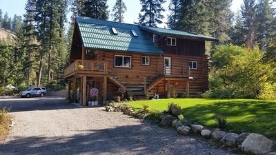 Photo for Dancing Bear Cabin on the banks of Wenatchee River sleeps 10-14
