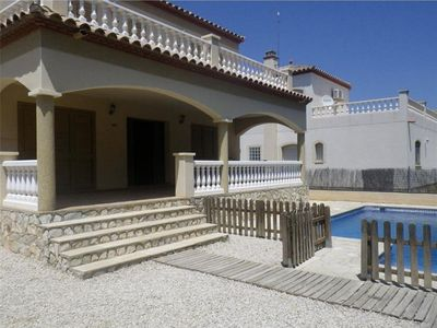 Photo for House wifi secured private pool. Sandy beach: 3.8 km. Services: 1,7