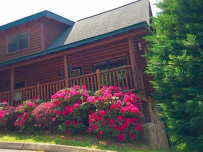 Photo for LOG CABIN ,MOUNTAIN VIEWS,RESORT,HOT TUB,POOL TABLE,  JACUZZI, 5мIN - PARKWAY