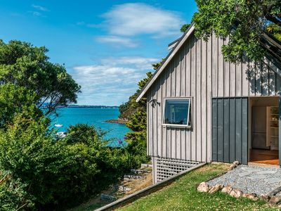 Photo for 1BR House Vacation Rental in Surfdale, Waiheke Island