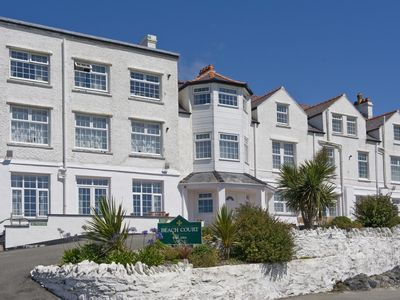 Photo for Stylish Penthouse apartment, short walk to fabulous beach, pubs and restaurants