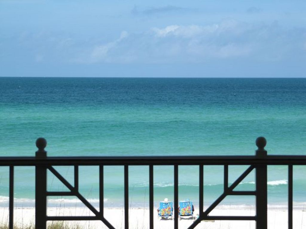 ON THE BEACH High-End Condo ****May 5-12*** NEXT AVAIL**