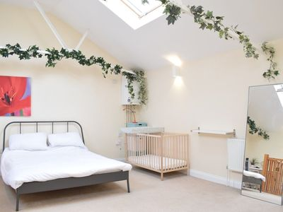 Photo for Spacious 1 Bedroom House in Fulham
