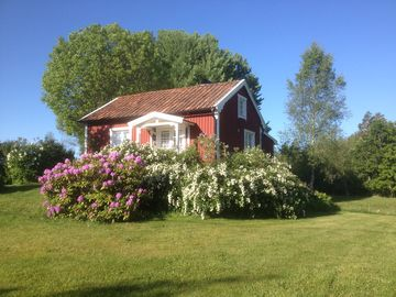 Cozy cottage in the countryside Rental rates are included. Electricity, heating, Wi