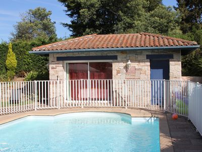 Photo for Independent studio of charm. Pool and private parking.