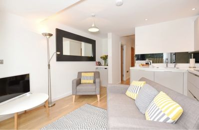 Photo for ★Oxfordshire Living - Luxury Summertown Apartment - Flat A - sleeps 4★