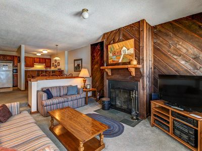 Photo for Ski-in/ski-out condo w/seasonal shared pool. Ideal for your next Vermont trip!