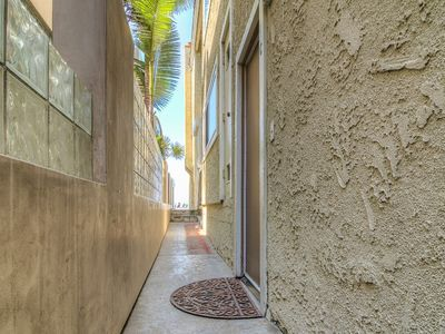 "Photo for ""Dolphin View"" (Rear) Huge, Modern 1 Bedroom, Vaulted Ceilings, Steps to Sand"