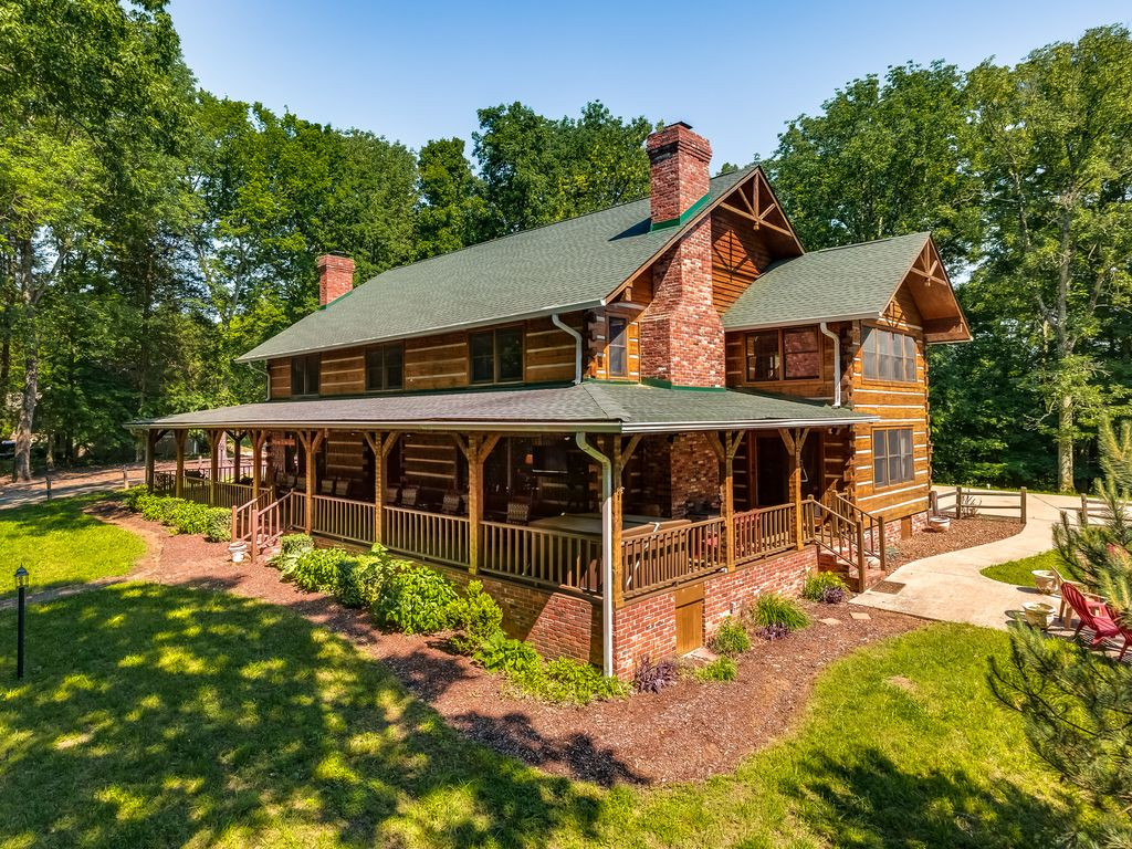 Stunning cabin nestled in the woods near nashville for Cabins to stay in nashville tn