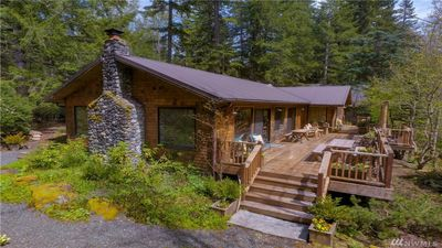 Photo for Elegant Cabin, 4 BR, 3 Bath, Large Hot Tub