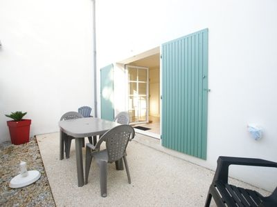 Photo for Apartment on ground floor with court yard in Saint-Martin-de-Ré