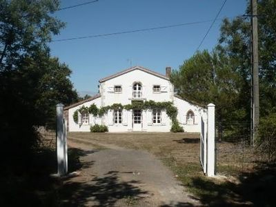 Photo for Nice house with garden, 9 km from the beach, near the TRANCHE sur MER