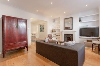 Photo for Spacious 1 Bedroom Flat in Fulham