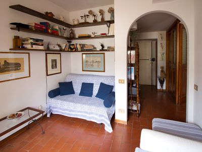 Photo for Charming, Romantic Apartment, Ponte Vecchio(50mt), AC,WIFI,LIFT, Fully Equipped