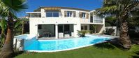 Great villa in a quiet spot within good range of local attractions
