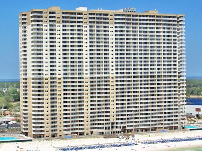 Photo for Beautiful 28th-floor condo w/shared gym/Roman spa, hot tub, two shared pools