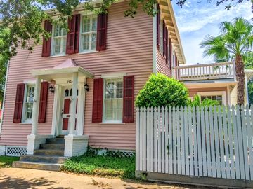 Located In The Heart Of Galveston S Silk Stocking District