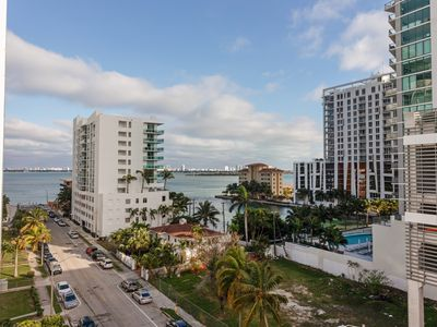 Photo for Sextant's Luxury Edgewater Condo 3 - 10 minutes to South Beach
