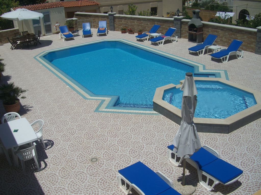 Swimming Pool Air Conditioning : Swimming pool air conditioning villa apt ac vrbo