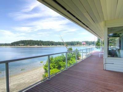 Last minute discounts! Panoramic views of the Olympic Mtns & waterfront beach