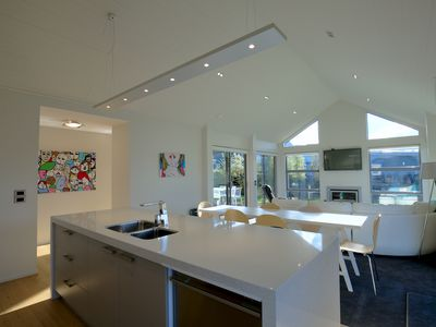 Photo for Perfect Central location   Easy single-storey layout   Contemporary chic