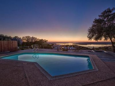 King Of The Hill @ Lake Travis! Pool, Spa, Sunset Views Over Arkansas Bend!