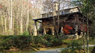 Upscale  Mountain Vacation Home - Beautiful Wooded Setting
