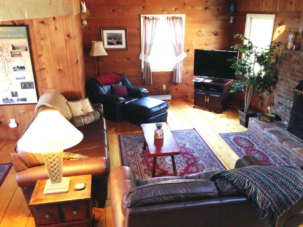 ski season vacation cottage in manchester v vrbo open living room dining room with cathedral ceilings and large fireplace