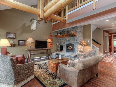 Photo for Fantastic three bedroom condo in Meadow Village, perfect proximity to Big Sky attractions